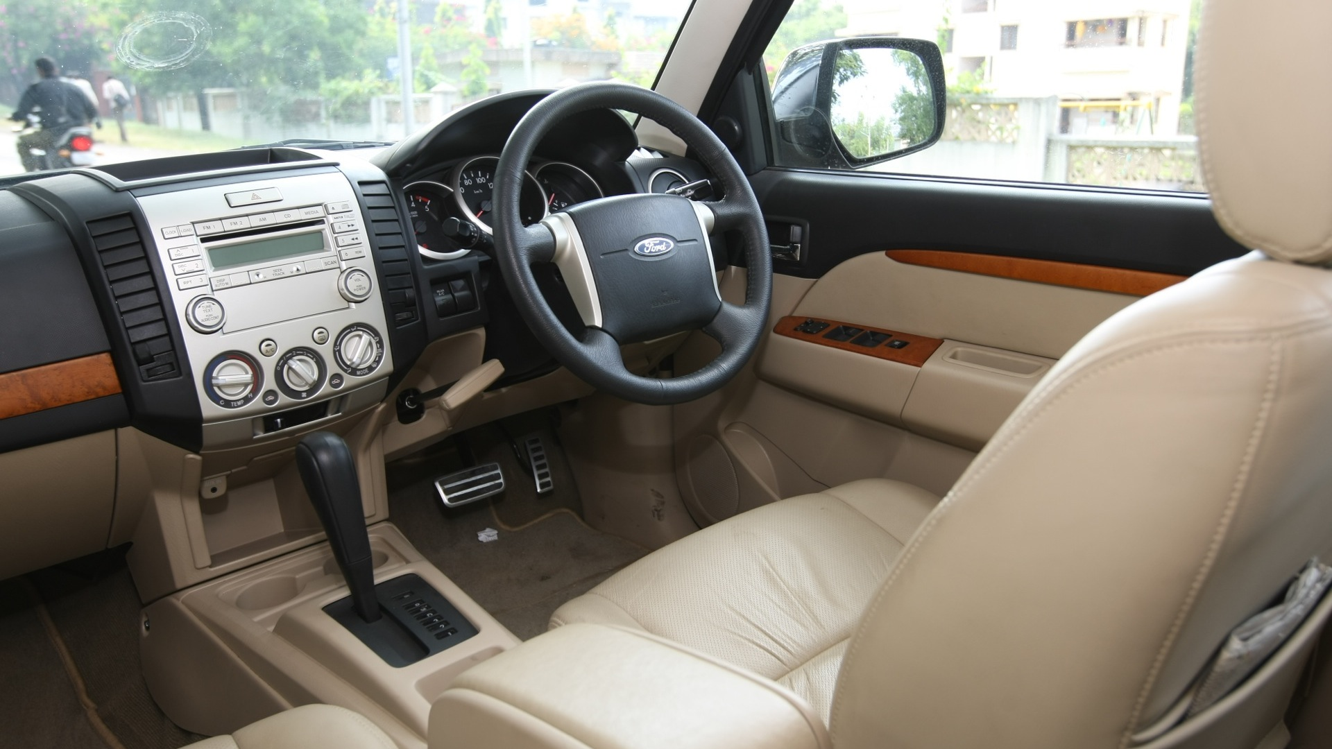ford endeavour 2016 price mileage reviews specification gallery overdrive. Black Bedroom Furniture Sets. Home Design Ideas