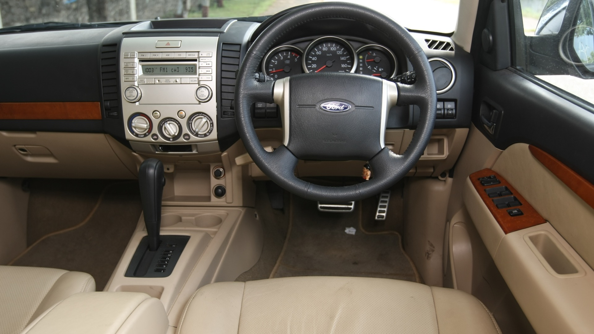 Ford Endeavour 2012 Tdci 4x2 2 5 Xlt Interior Car Photos