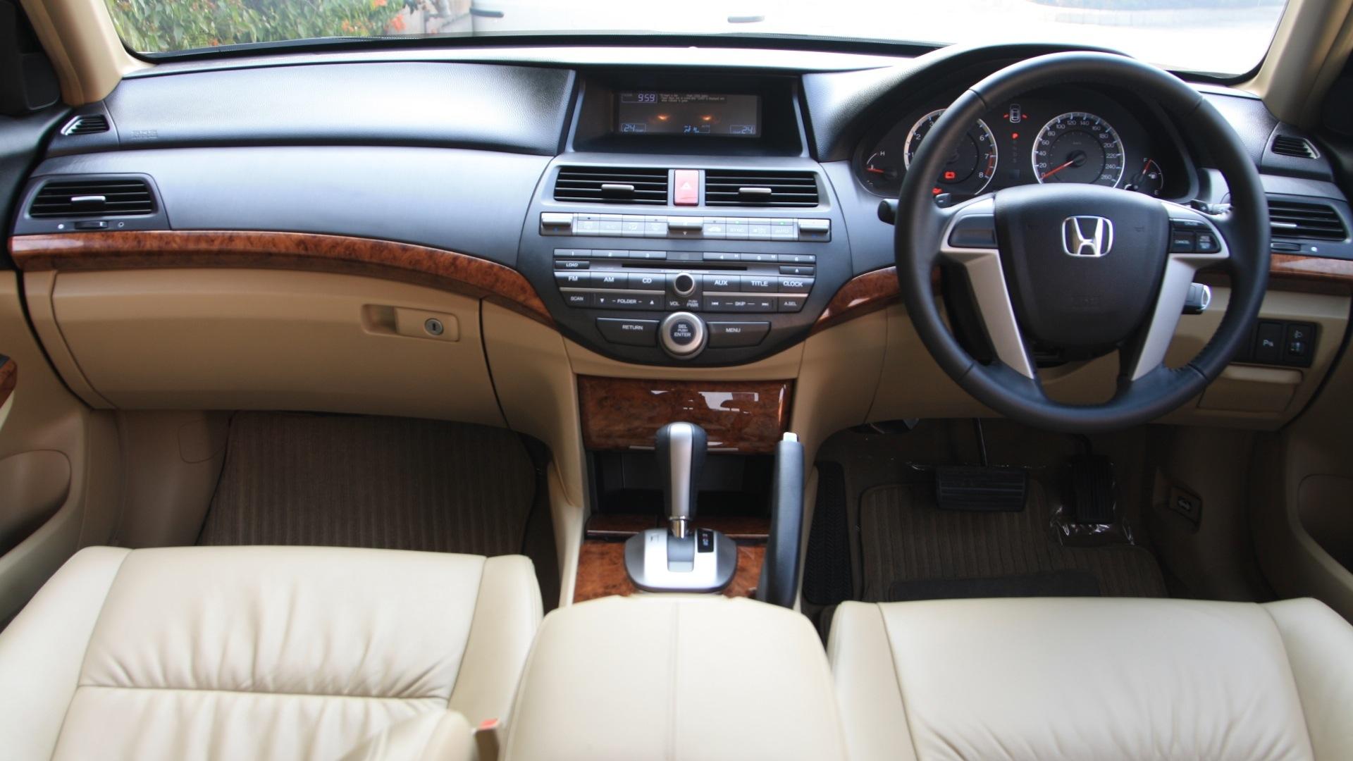 Delightful Honda Accord 2013 2 4 AT Good Looking