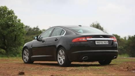 Jaguar XF 2017 Portfolio Petrol Comparo