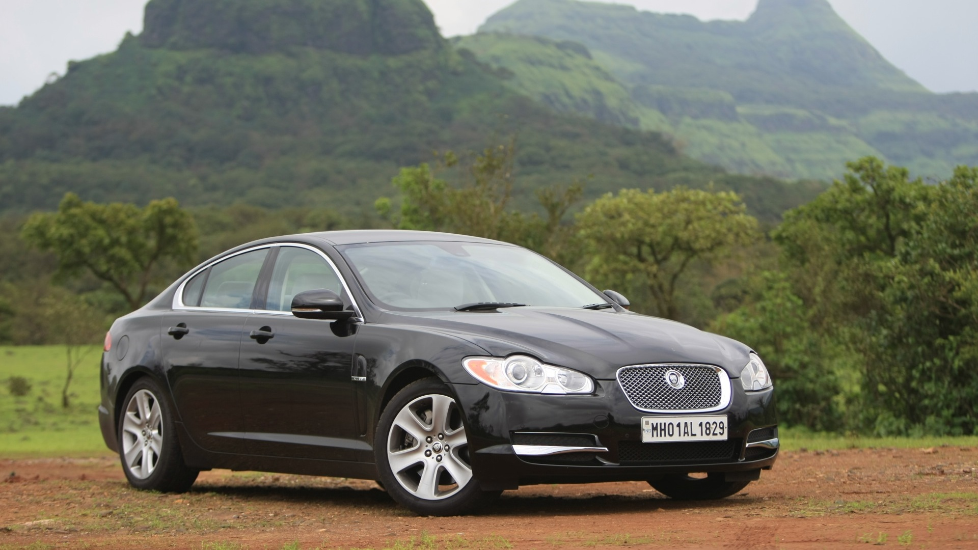 jaguar xf 2017 pure diesel price mileage reviews specification gallery overdrive. Black Bedroom Furniture Sets. Home Design Ideas
