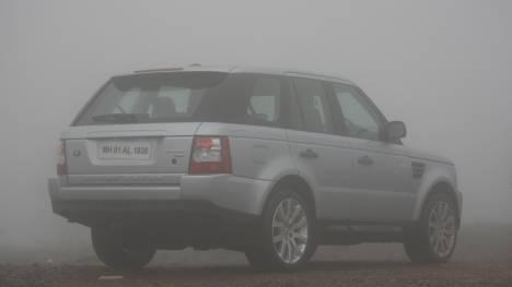 Land Rover Range Rover 2015 Sport SVR 5.0 V8 Comparo
