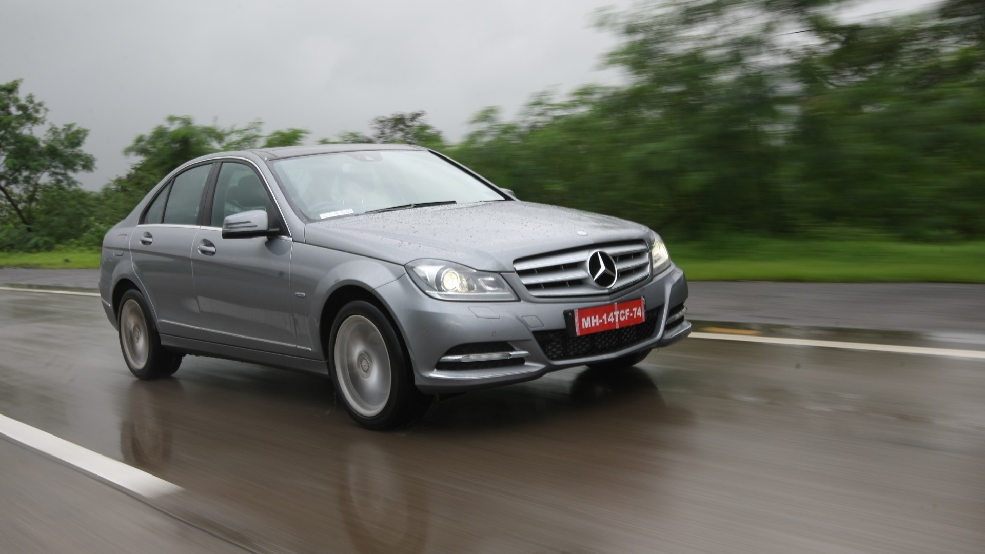 Mercedes benz c class 2016 price mileage reviews for Mercedes benz mileage