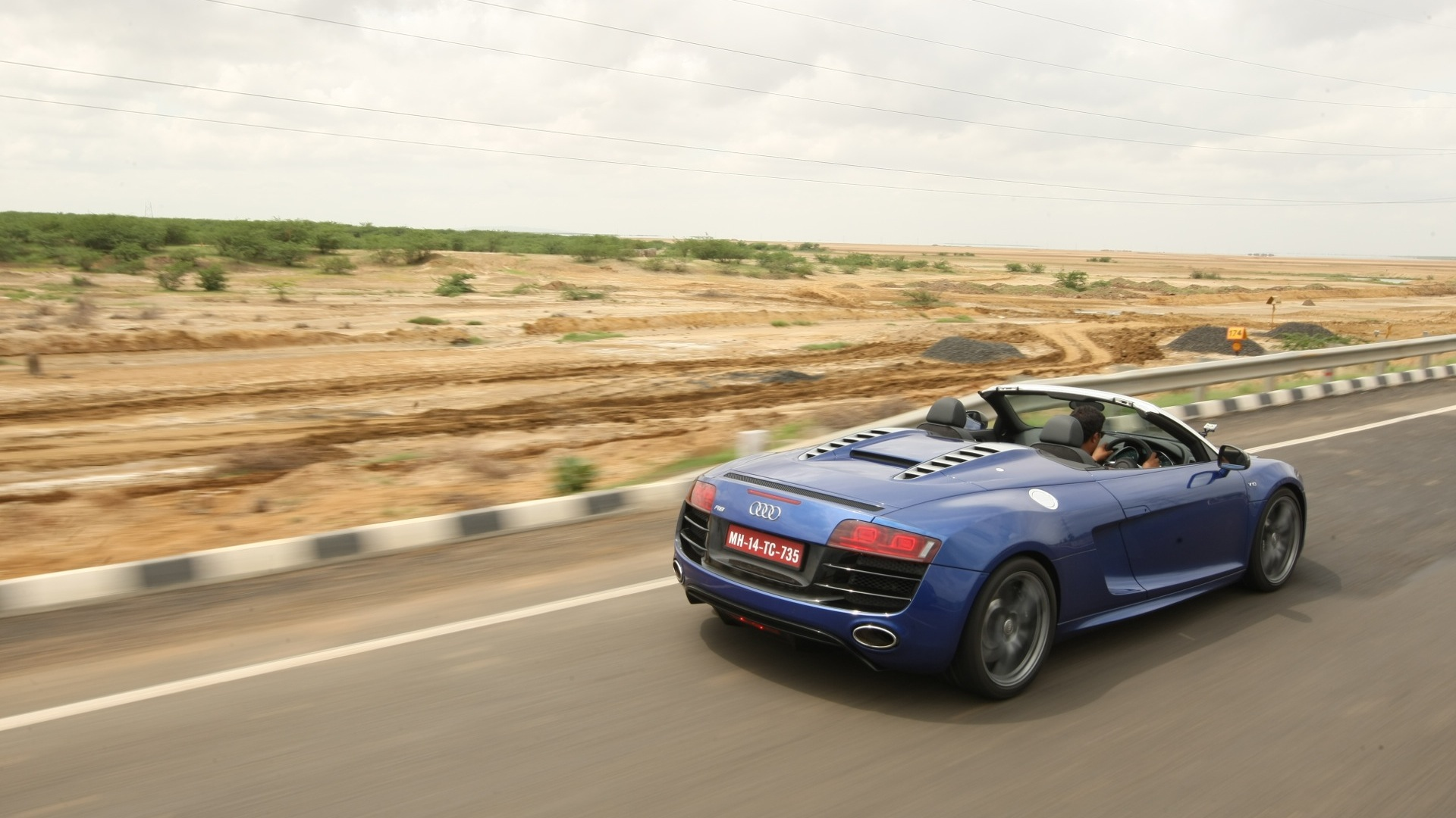 Audi R8 2016 LMX Price Mileage Reviews Specification Gallery