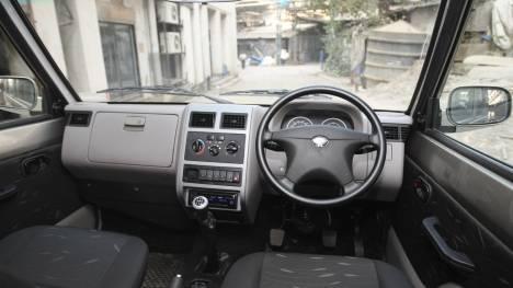 Tata Sumo Gold 2012 CX Comparo