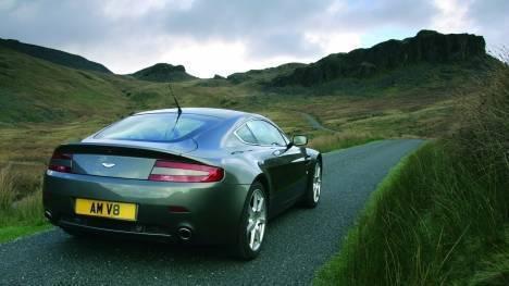 Aston Martin Vantage V8 2013 Roadster Comparo