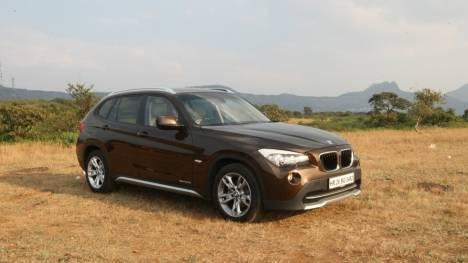 BMW X1 2017 sDrive20i xLine Comparo