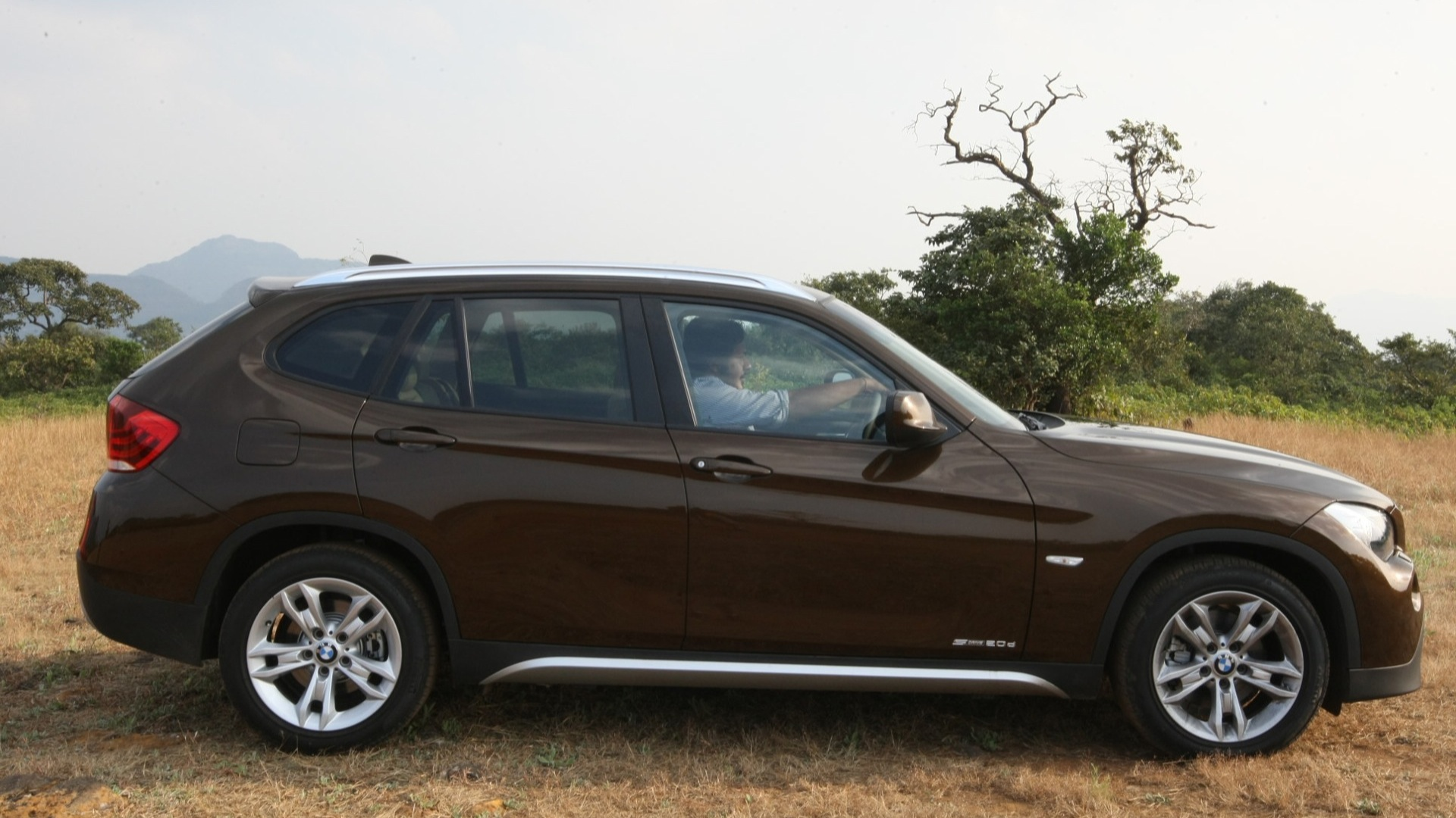 bmw x1 2017 price mileage reviews specification. Black Bedroom Furniture Sets. Home Design Ideas