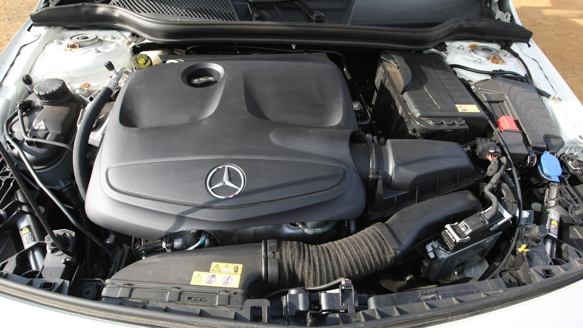 Mercedes benz a class 2016 price mileage reviews for Mercedes benz engine