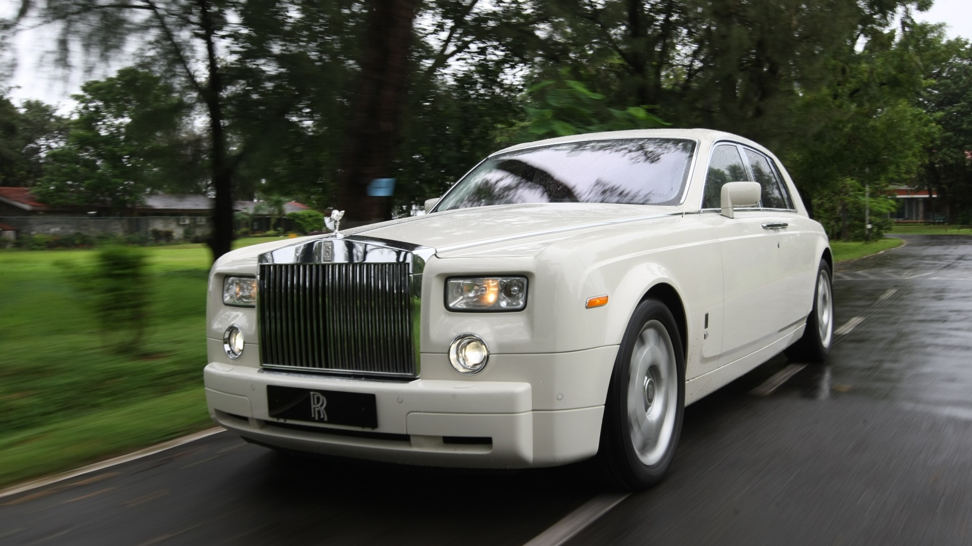 rolls royce phantom 2015 price mileage reviews specification gallery overdrive. Black Bedroom Furniture Sets. Home Design Ideas