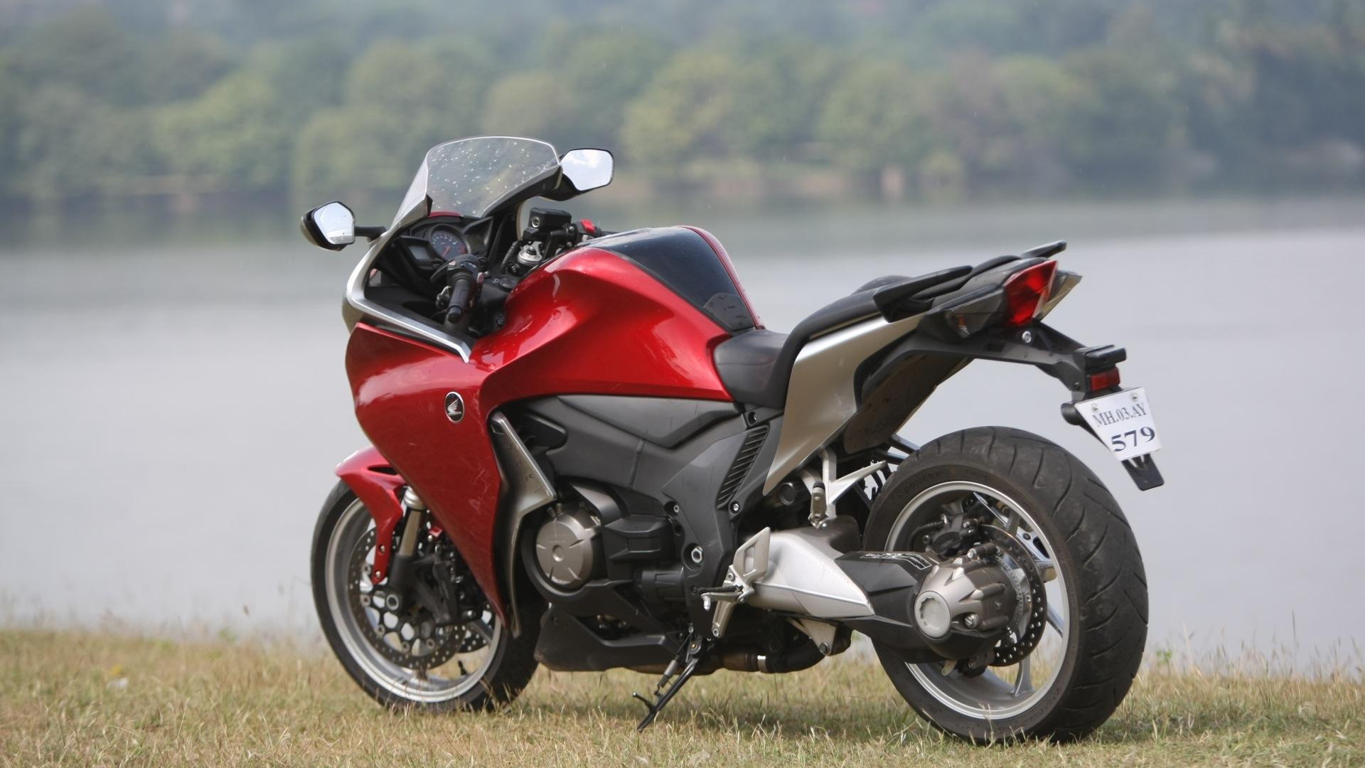 Honda VFR1200F 2013 STD - Price, Mileage, Reviews ...