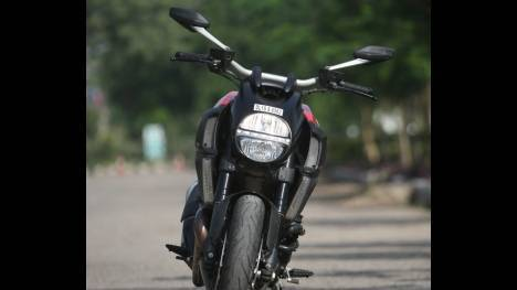 Ducati Diavel 2015 Titanium Comparo