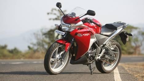 Honda CBR250R 2016 STD Comparo