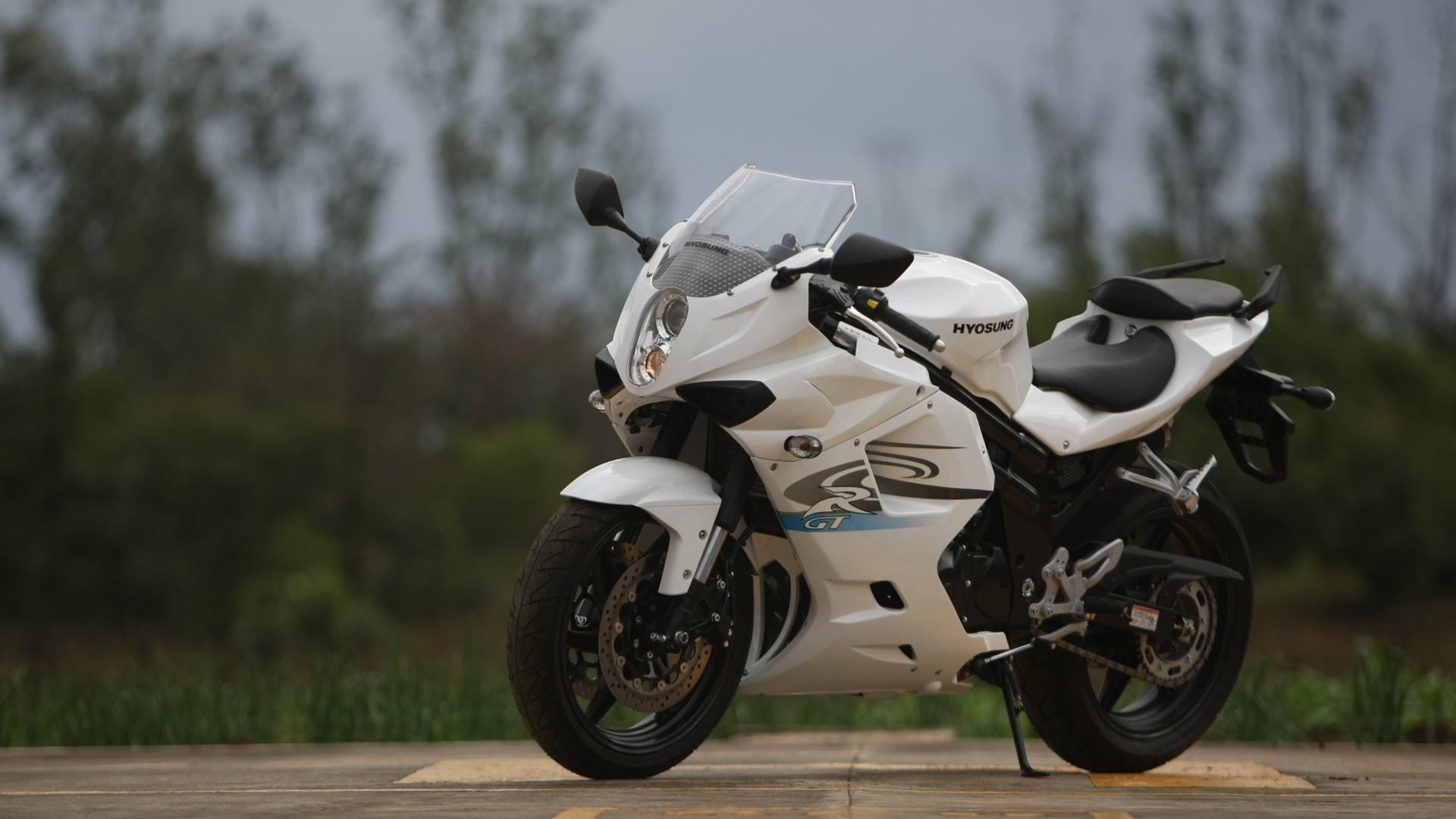 Hyosung GT650R 2013 STD - Price, Mileage, Reviews, Specification ...