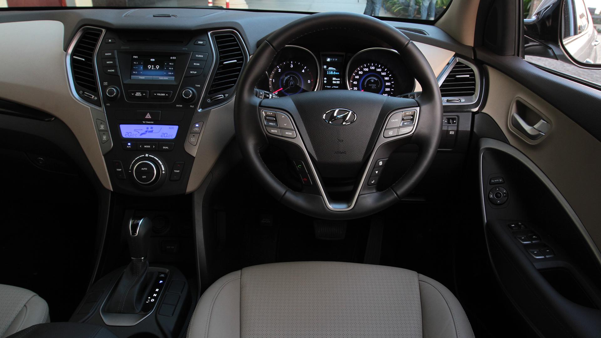 Hyundai Santa Fe 2014 2WD A/T Exterior