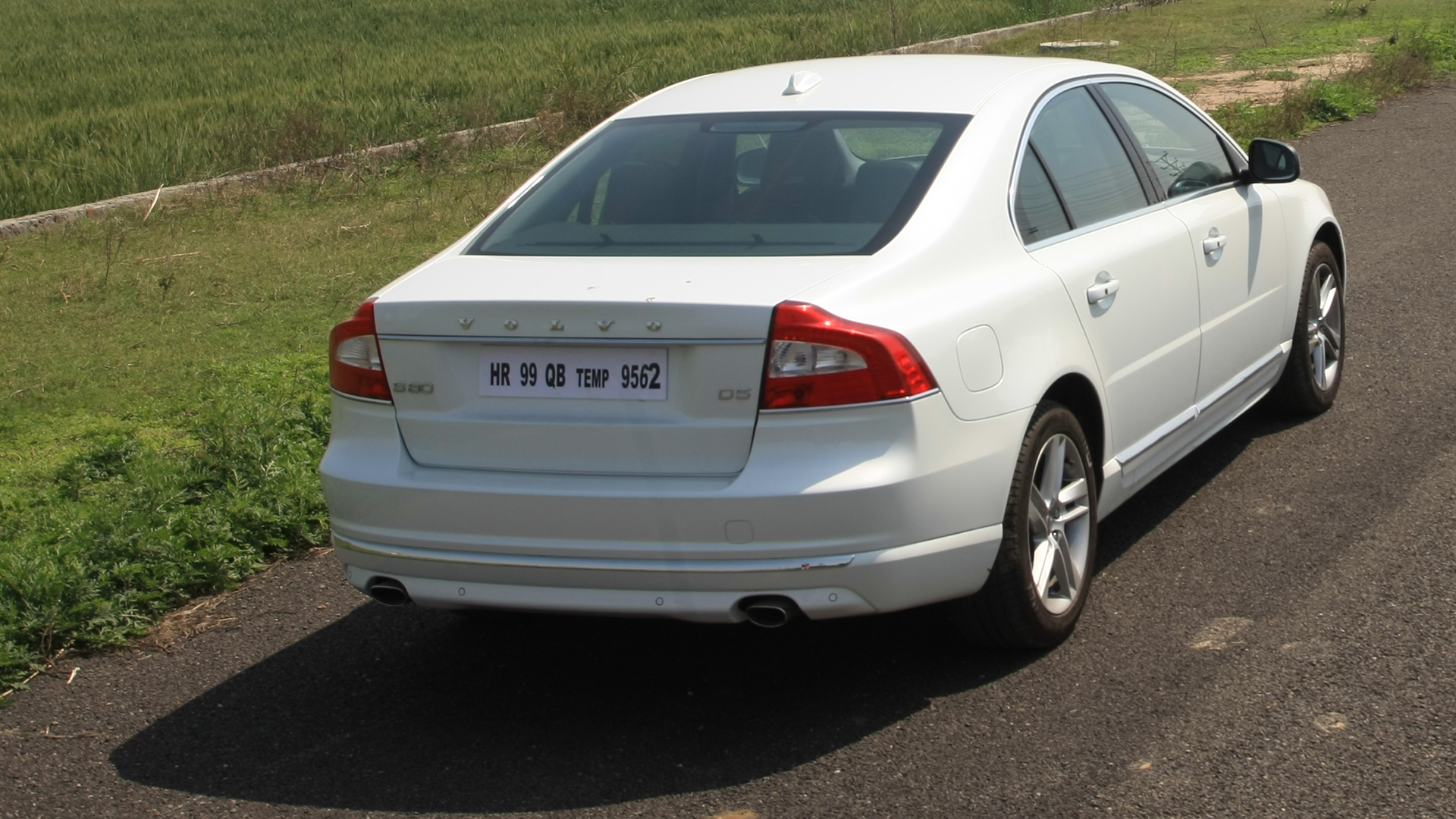 Volvo S80 2014 D5 - Price, Mileage, Reviews, Specification, Gallery