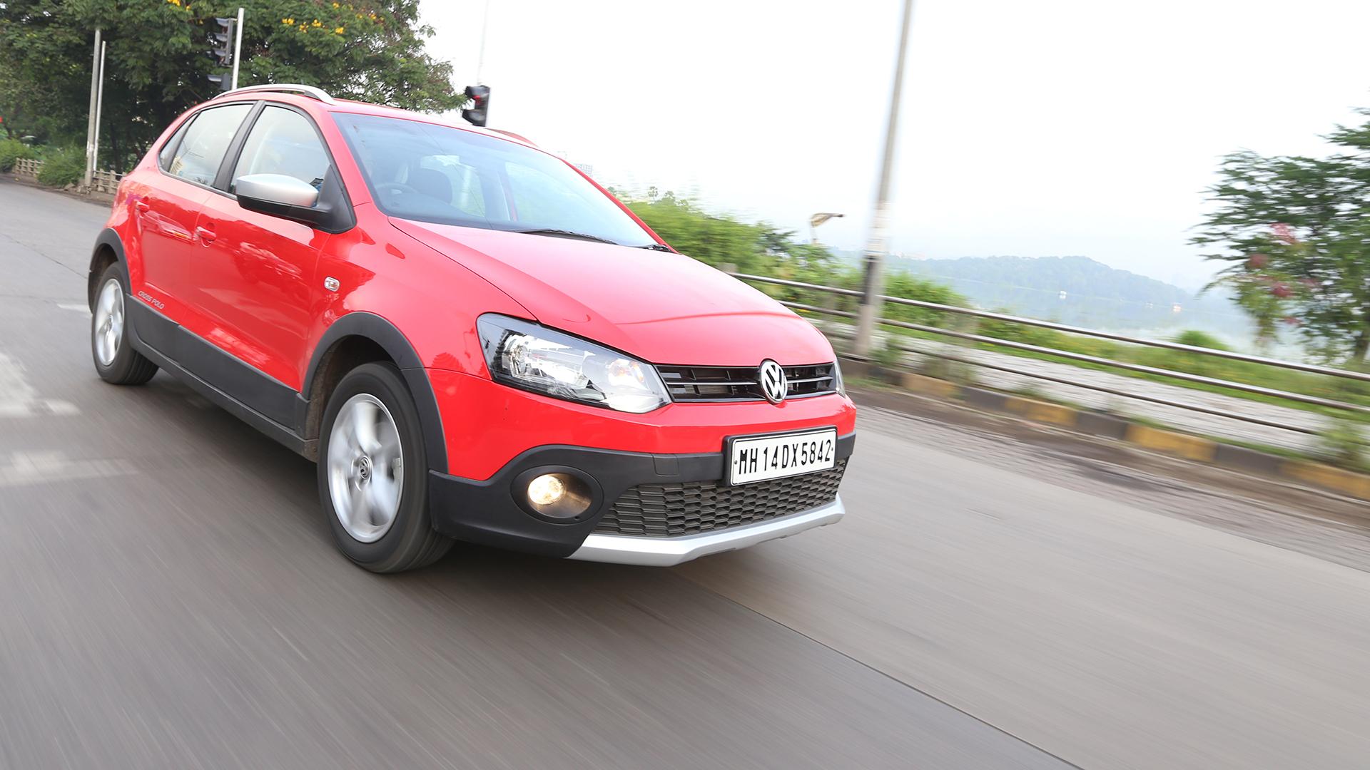 Volkswagen Cross Polo 2015 Compare