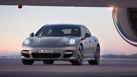 Porsche Panamera 2017 Turbo Executive Comparo