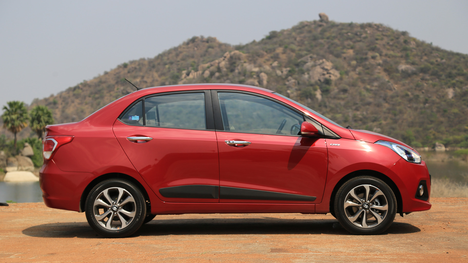 Hyundai xcent 2017 e petrol price mileage reviews for Hyundai xcent exterior