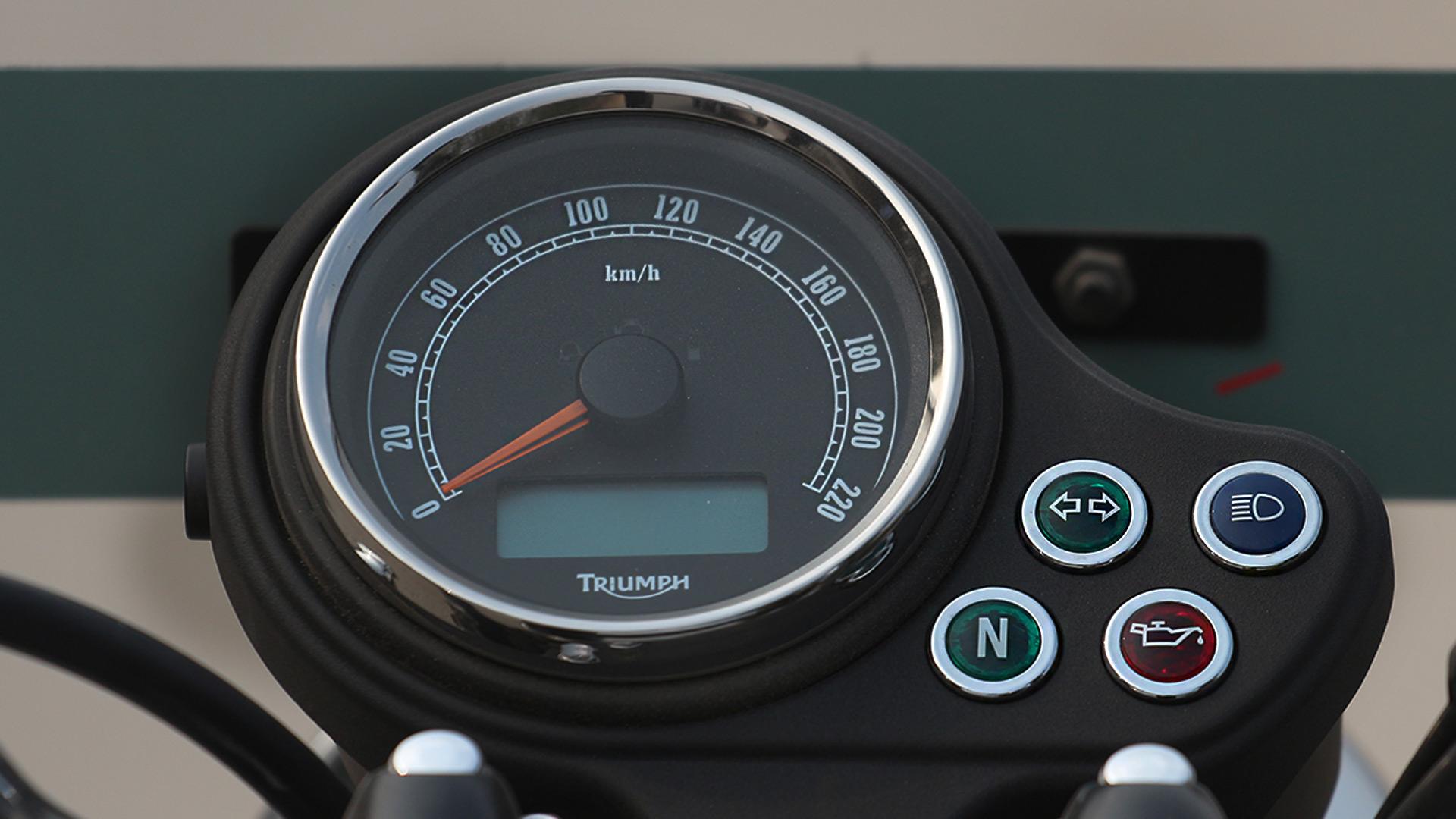 Triumph Bonneville 2014 STD Compare