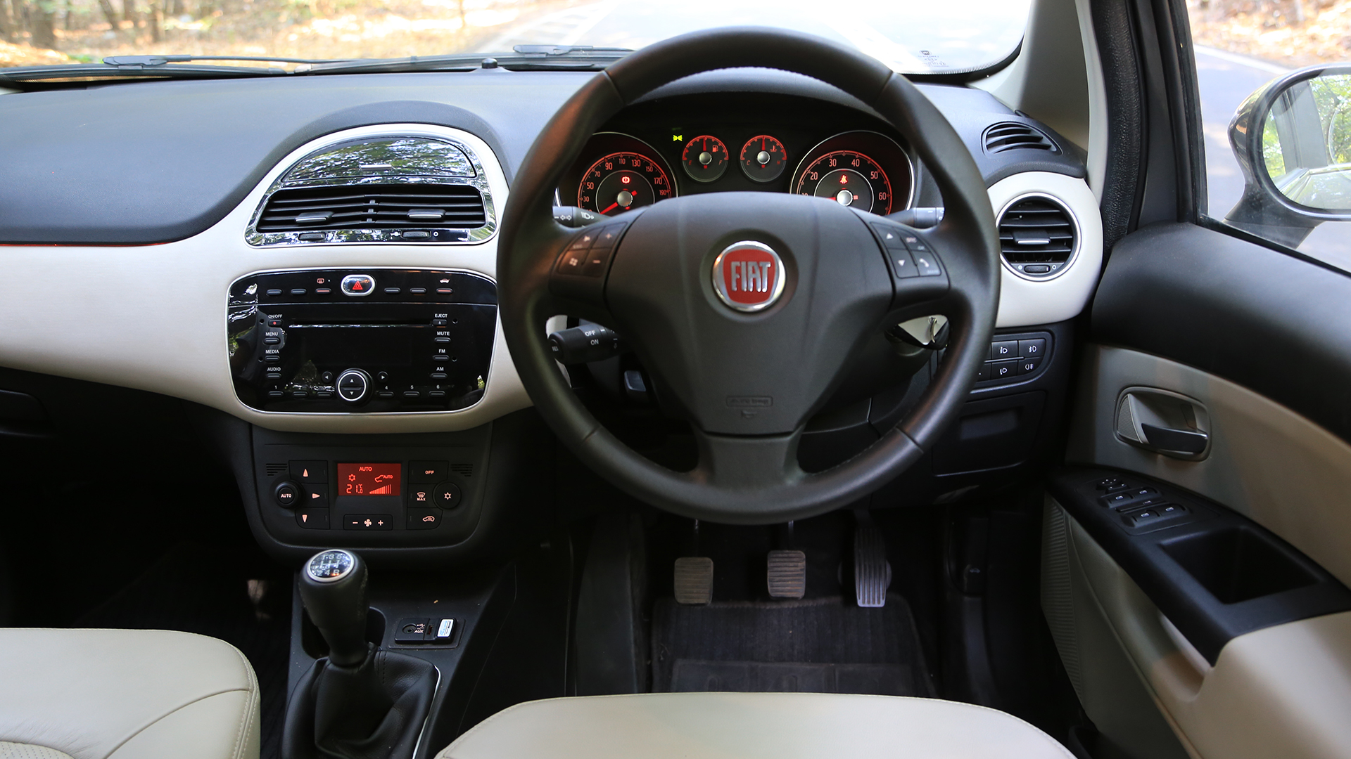 fiat linea motoroids primmer linia punchier reviews dashboard review and