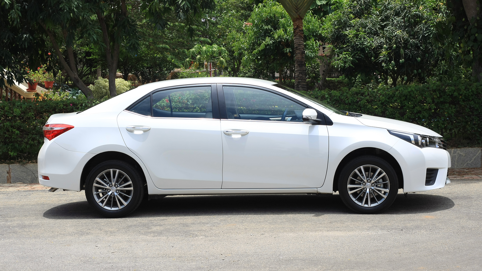 toyota corolla altis 2017 price mileage reviews specification gallery overdrive. Black Bedroom Furniture Sets. Home Design Ideas