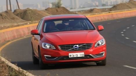 Volvo S60 2017 T6 Inscription Comparo