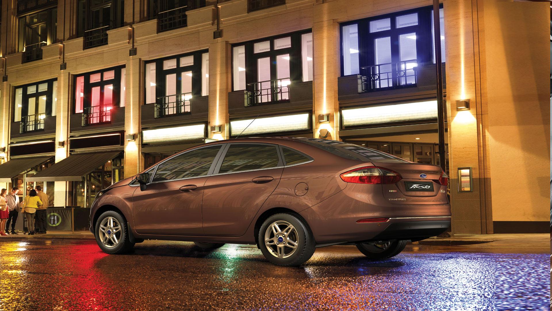 Ford-Fiesta-2014-Ambiente  Compare