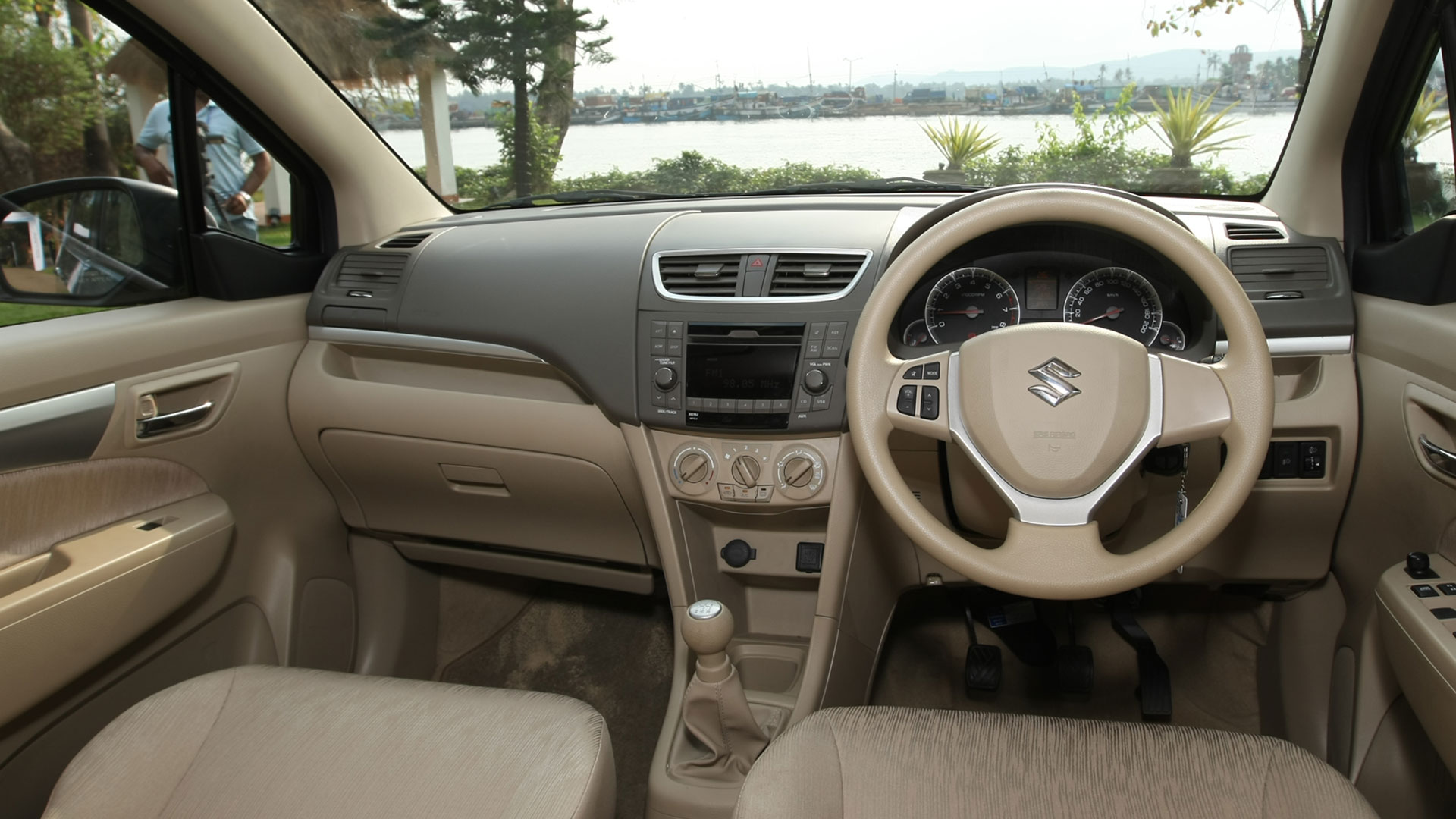Maruti suzuki ertiga 2015 vxi price mileage reviews for Swift vxi o interior
