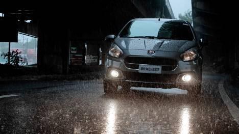 Fiat Punto Evo 2014 1.2 Dynamic Petrol Comparo