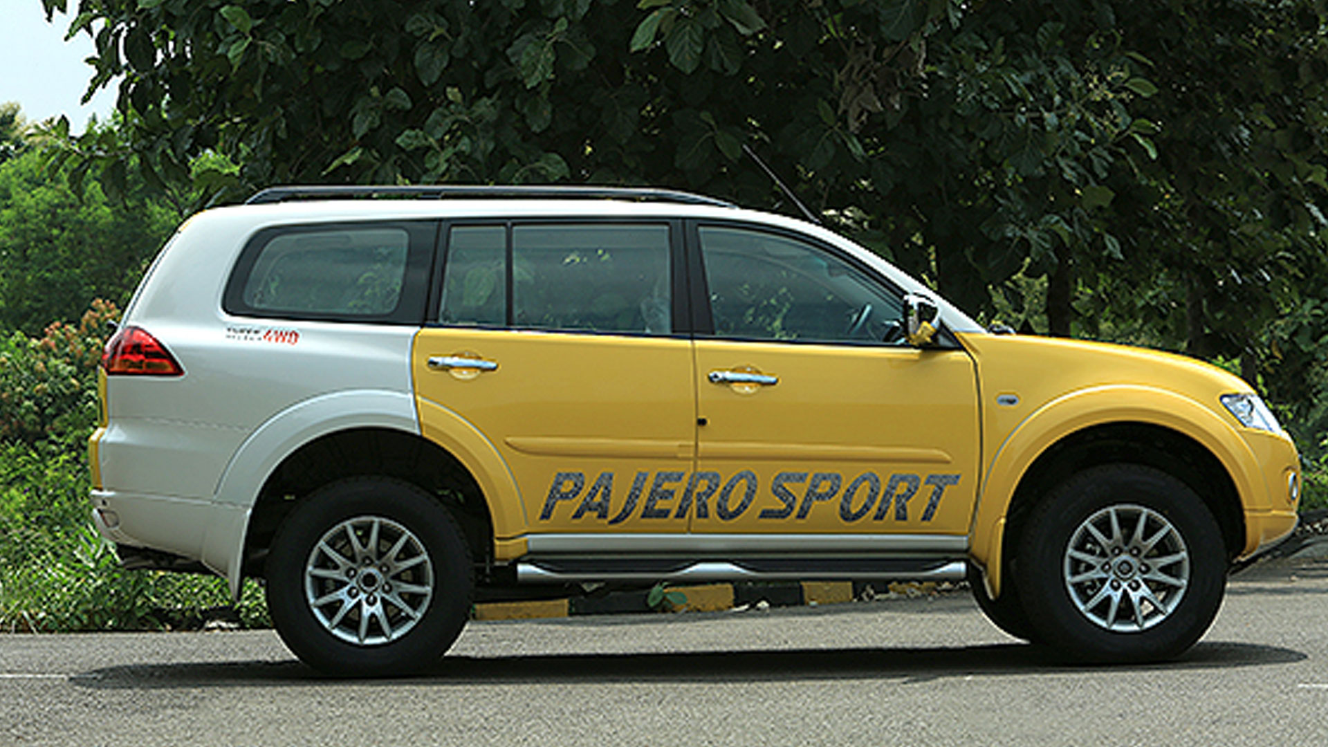 mitsubishi pajero sport 2014 price mileage reviews. Black Bedroom Furniture Sets. Home Design Ideas