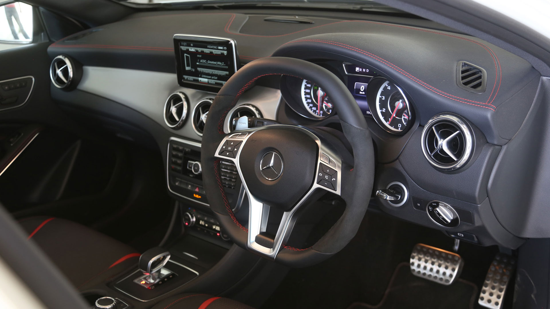 mercedesbenz-gla-2014-45 AMG Interior