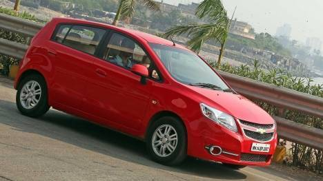 Chevrolet Sail U-VA 2014 LS ABS Comparo