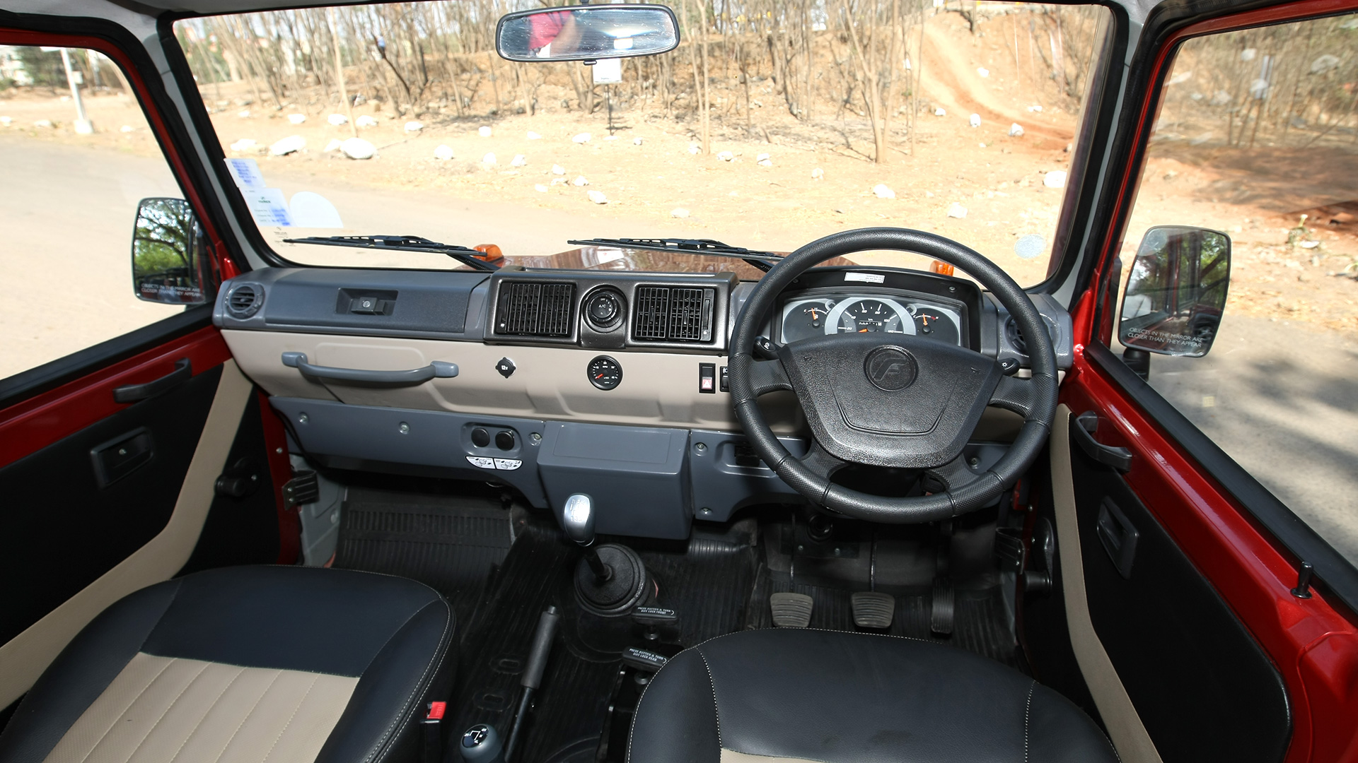 Force-gurkha-2013 Interior