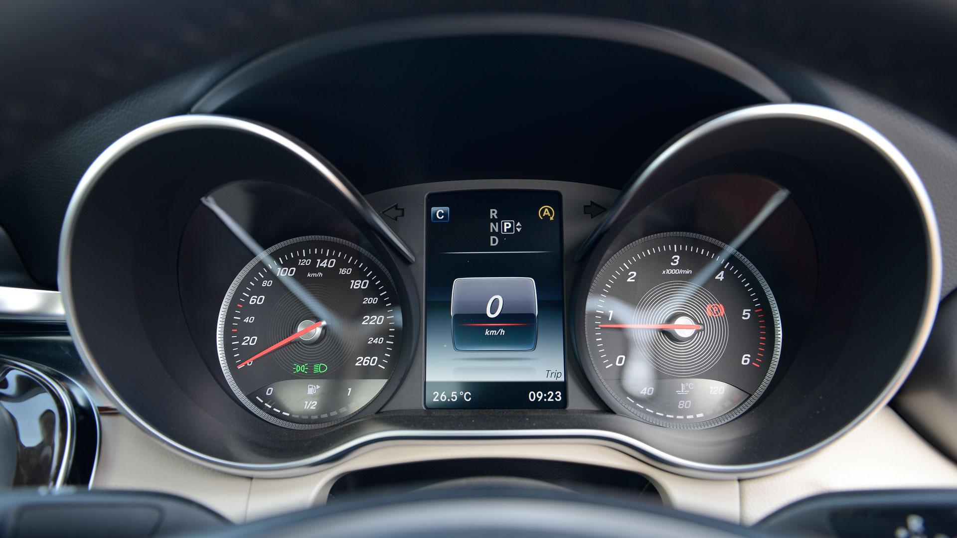 Mercedesbenz-cclass-2015-C 220 CDI Style Interior