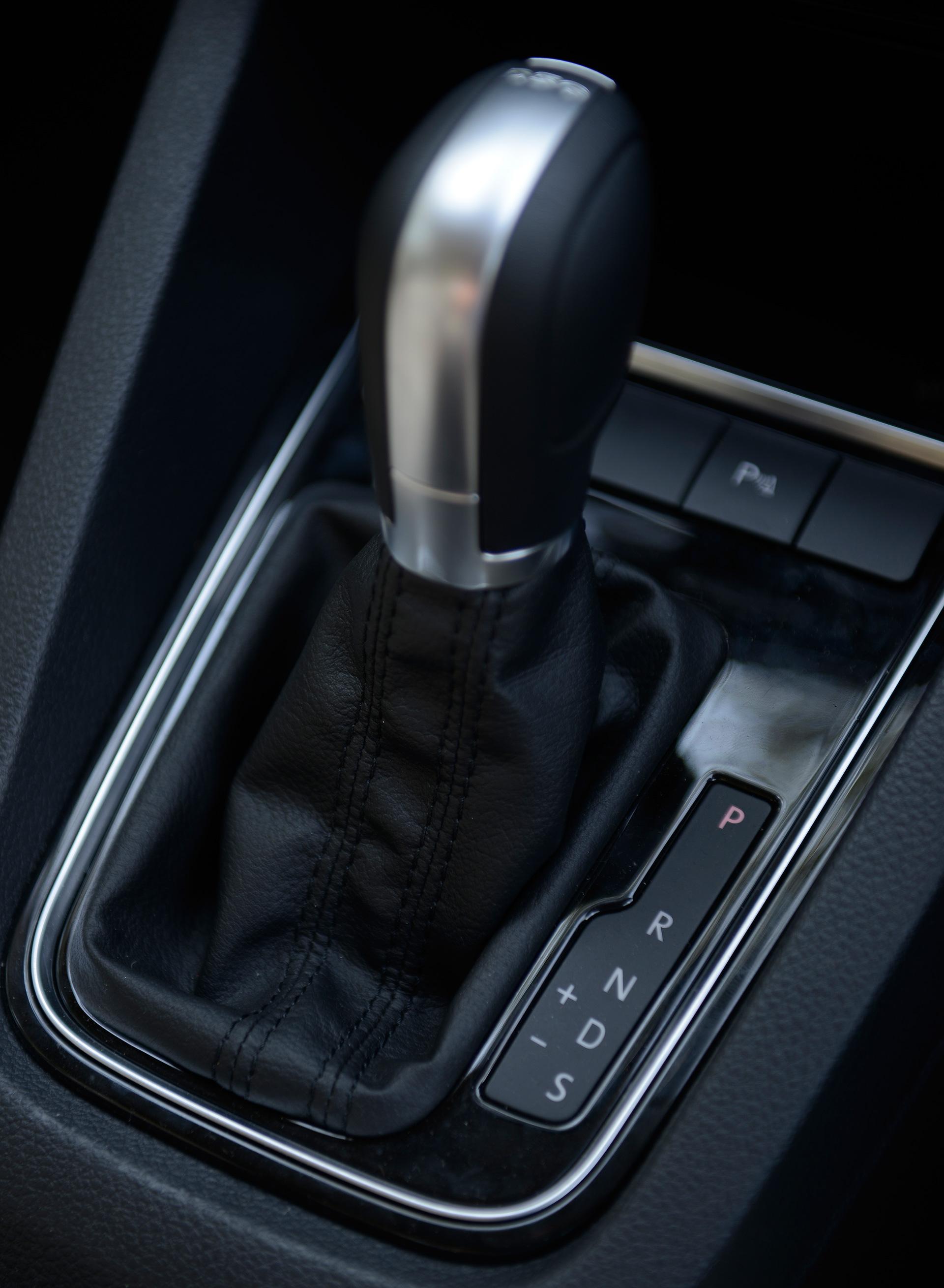 Volkswagen-jetta-2015 Interior