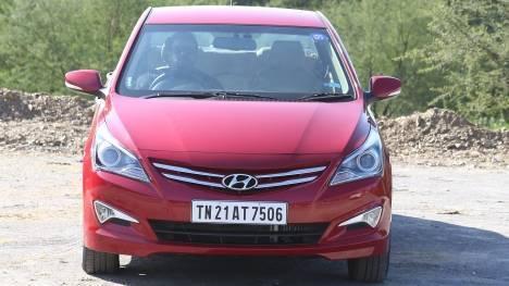 Hyundai 4S Fluidic Verna 2017 1.6 diesel Std Comparo