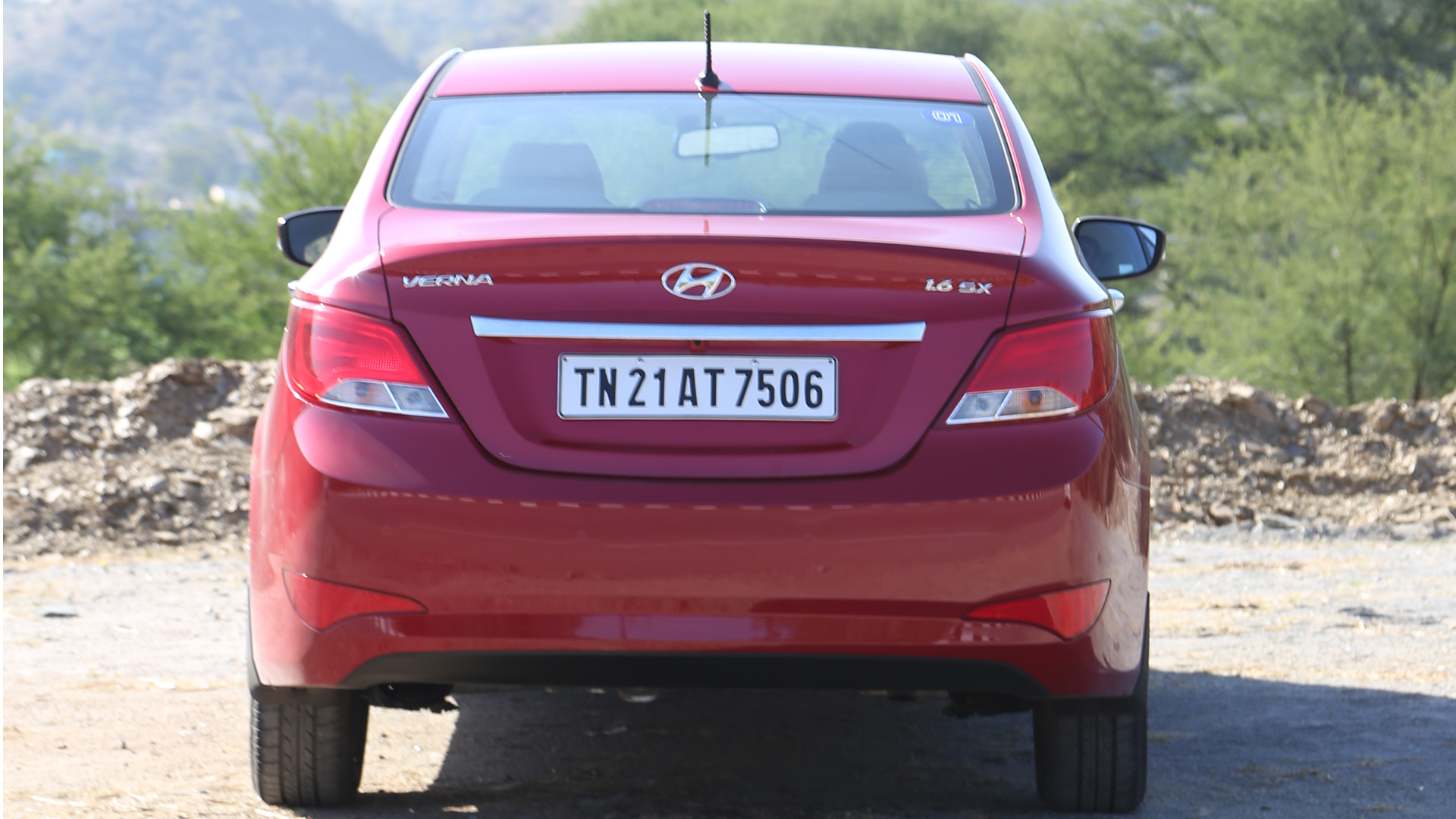 Hyundai-4s-fluidic-verna-2015 Compare