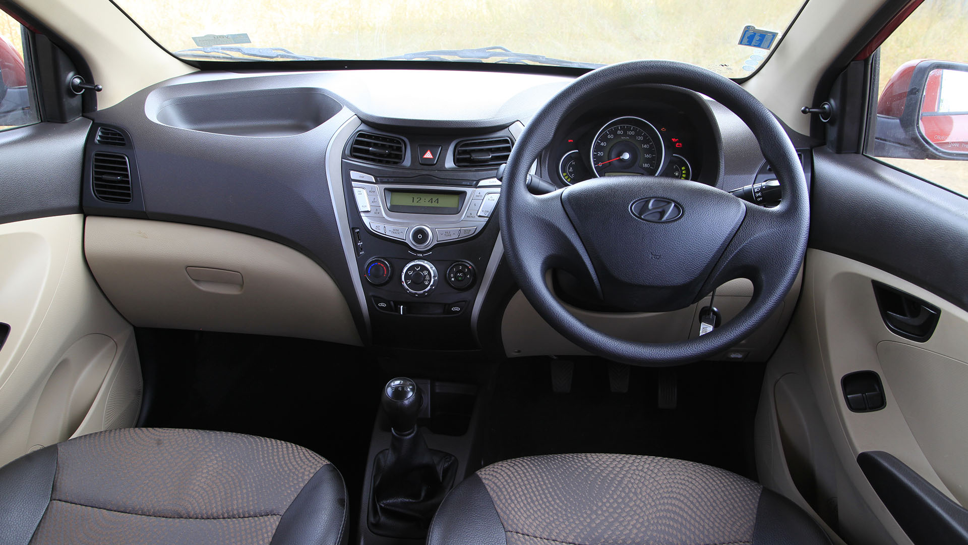 hyundai eon 2014 sportz price mileage reviews. Black Bedroom Furniture Sets. Home Design Ideas