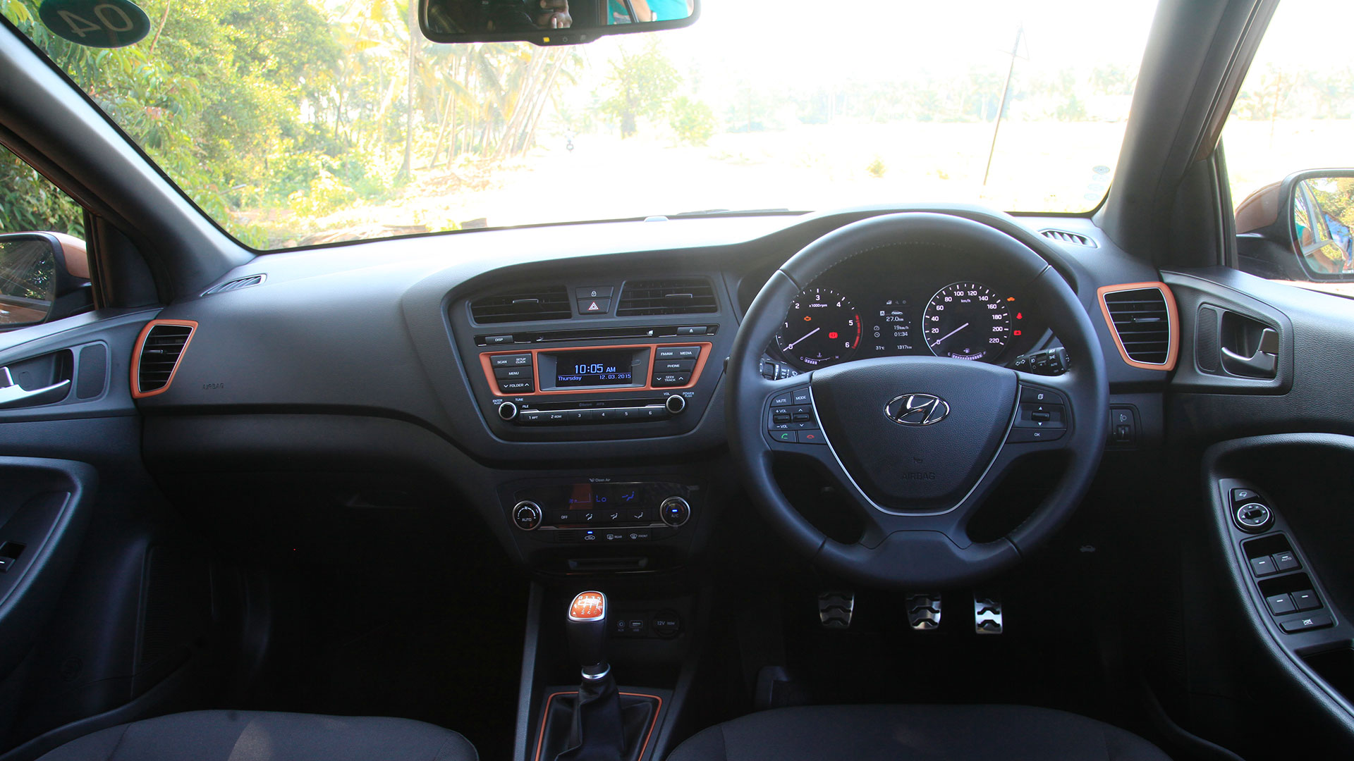 Hyundai i20 active 2015 1 2 sx price mileage reviews for Hyundai i20 2015 interior