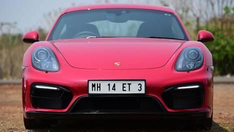 Porsche Cayman 2015 GT4 Comparo