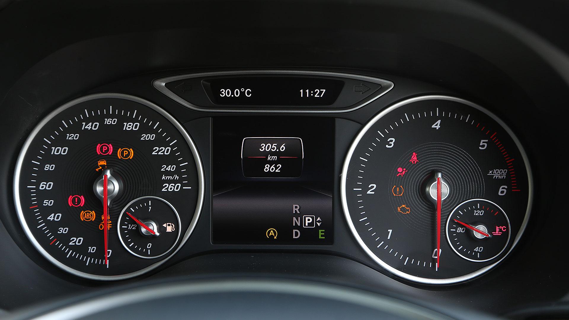 Mercedesbenz-bclass-2015-B200 CDI Sport Interior