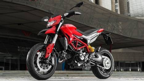 Ducati Hypermotard 821 2015 SP Comparo