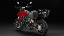 Ducati Hyperstrada 2015 STD Compare