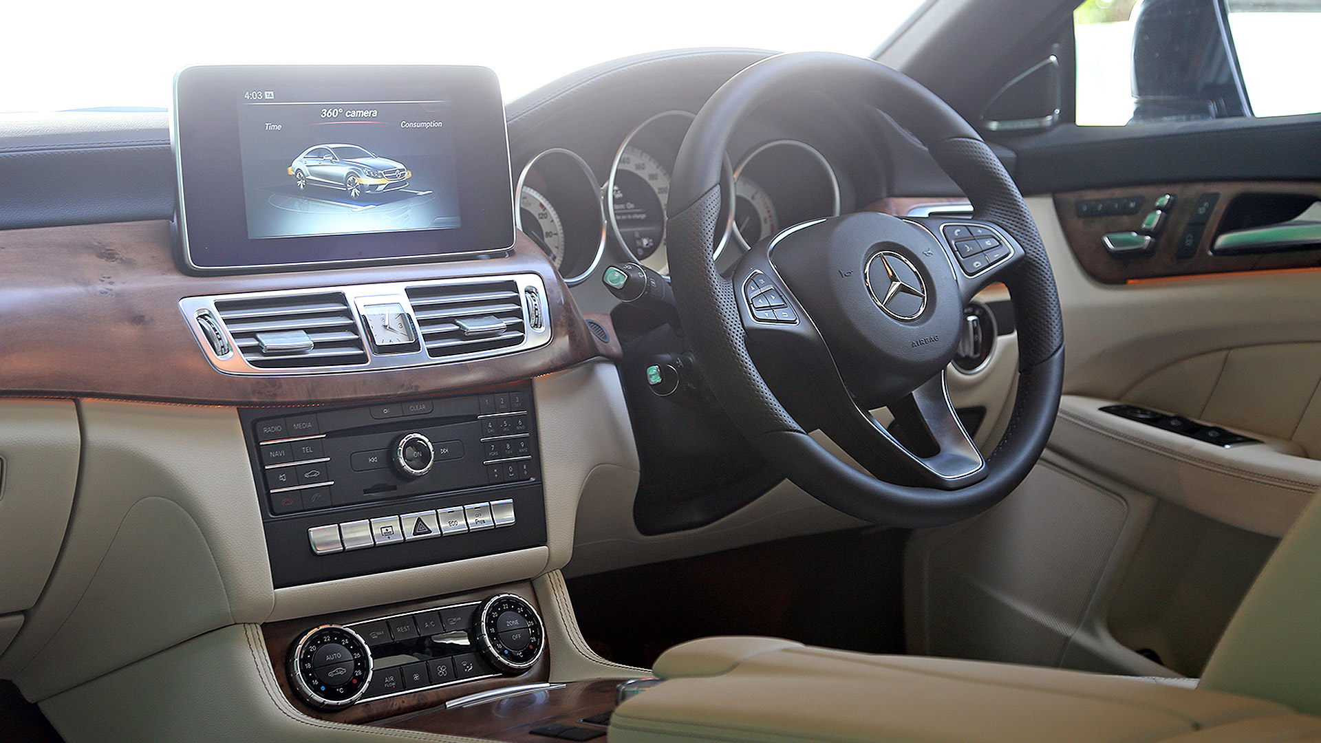 Mercedes benz cls 2015 250 cdi price mileage reviews for Cdi interior design
