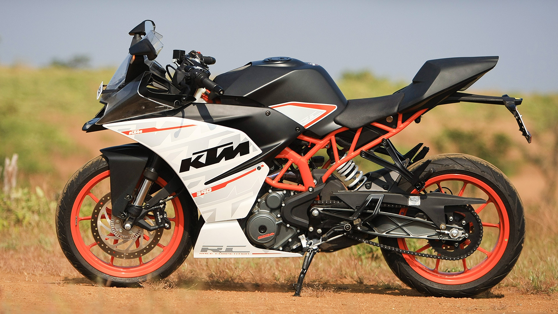 ktm rc 390 2014 std price mileage reviews. Black Bedroom Furniture Sets. Home Design Ideas