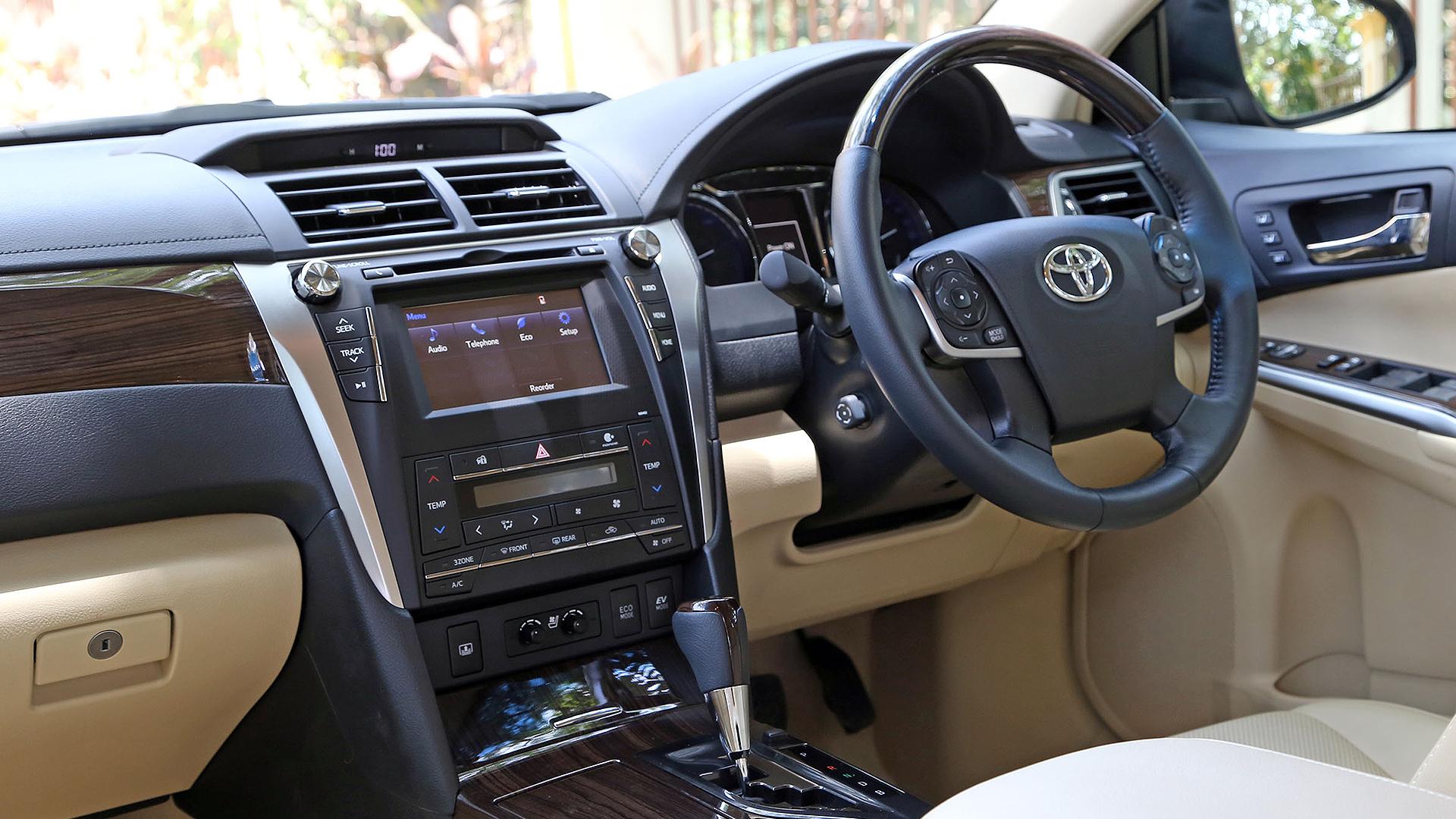 ... Toyota Camry 2015 Hybrid Interior ...