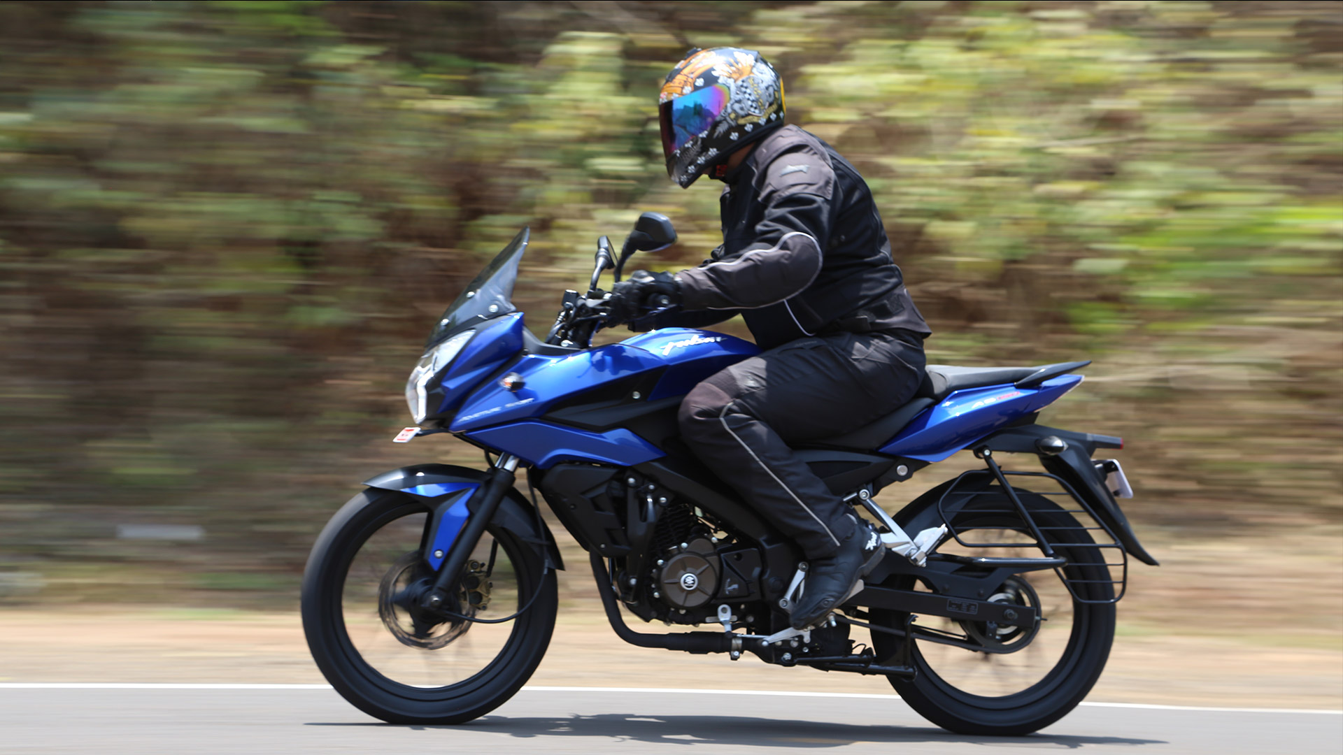 bajaj pulsar synopsis In 2010, bajaj auto limited launch latest bajaj discover 150cc, pulsar 135cc, 220cc model changes in two wheeler market all the brand comparable with other two wheeler company that it's all brand were gave better average with new technic & cheaper price.
