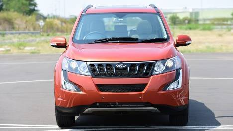 Mahindra XUV500 2016 W6 AT 1.9l Comparo