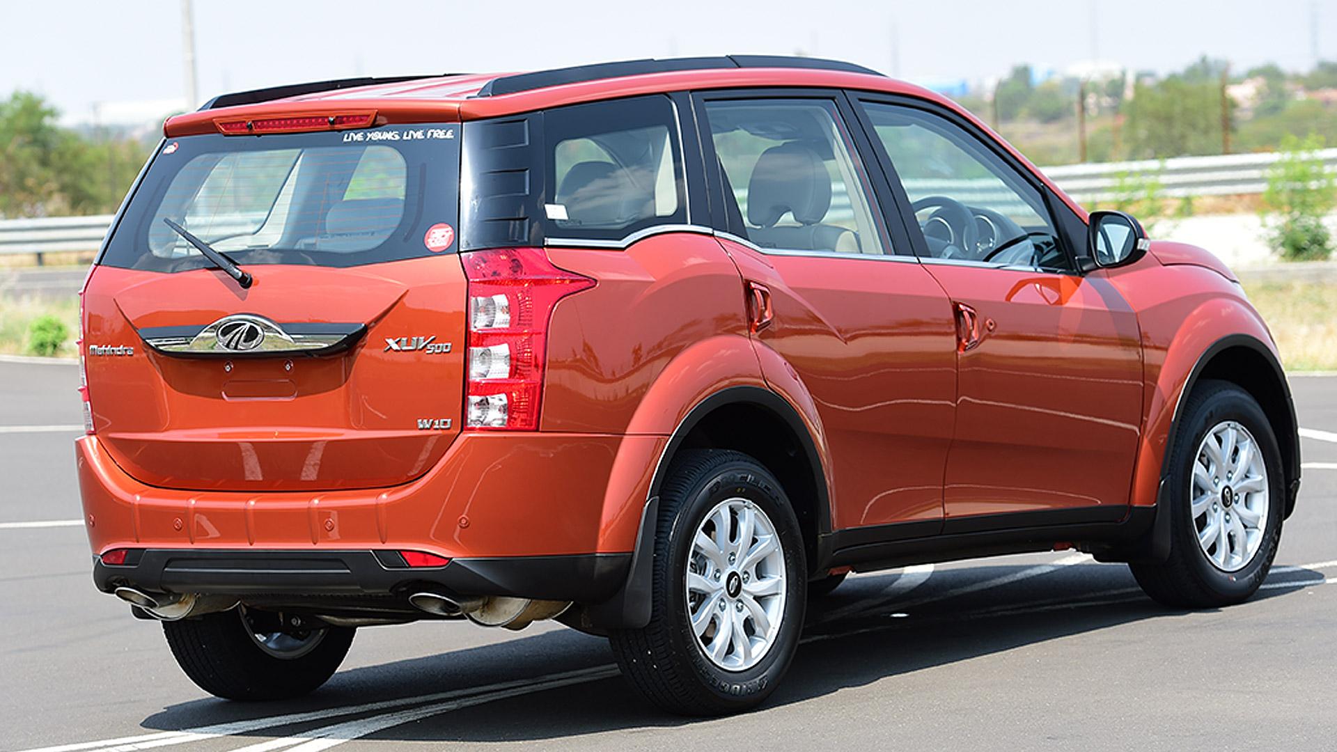 Mahindra XUV500 2015 W10 Compare